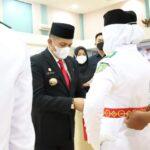 Foto H. Muhammad Adil SH, saat melakukan pengukuhan Pasukan Paskibraka HUT RI Ke-76 Tahun 2021.