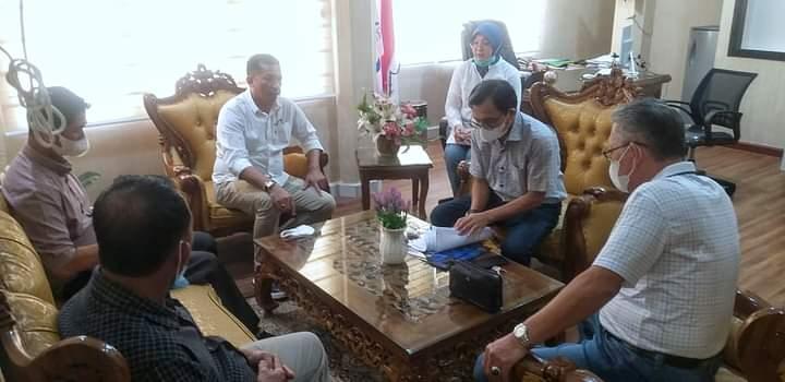 Foto Bupati Kepulauan Meranti H. Muhammad Adil SH, saat menggelar pertemuan bersama pihak Lembaga Pengembangan dan Penjaminan Mutu Pendidikan (LPPMP) Universitas Riau (UNRI).