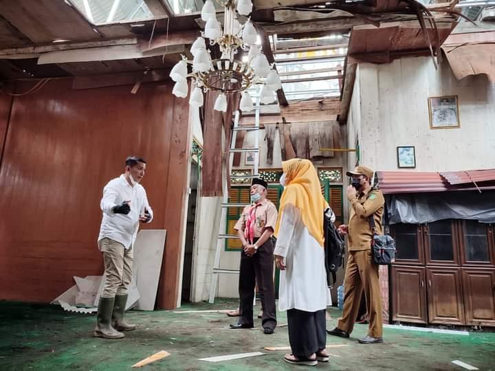 Dalam Kesempatan Itu Bupati Meranti H. Muhammad Adil. SH Juga Meninjau Rehabilitasi Gedung LAM Kecamatan Rangsang Barat.