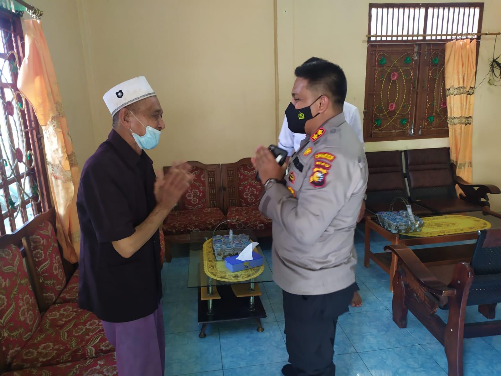 Foto Kapolres Kepulauan Meranti AKBP Andi Yul L.T.G SH., SIK., MH saat bersilaturahmi ke kediaman Ketua Paguyuban Ikatan Jawa Riau (IKJR).