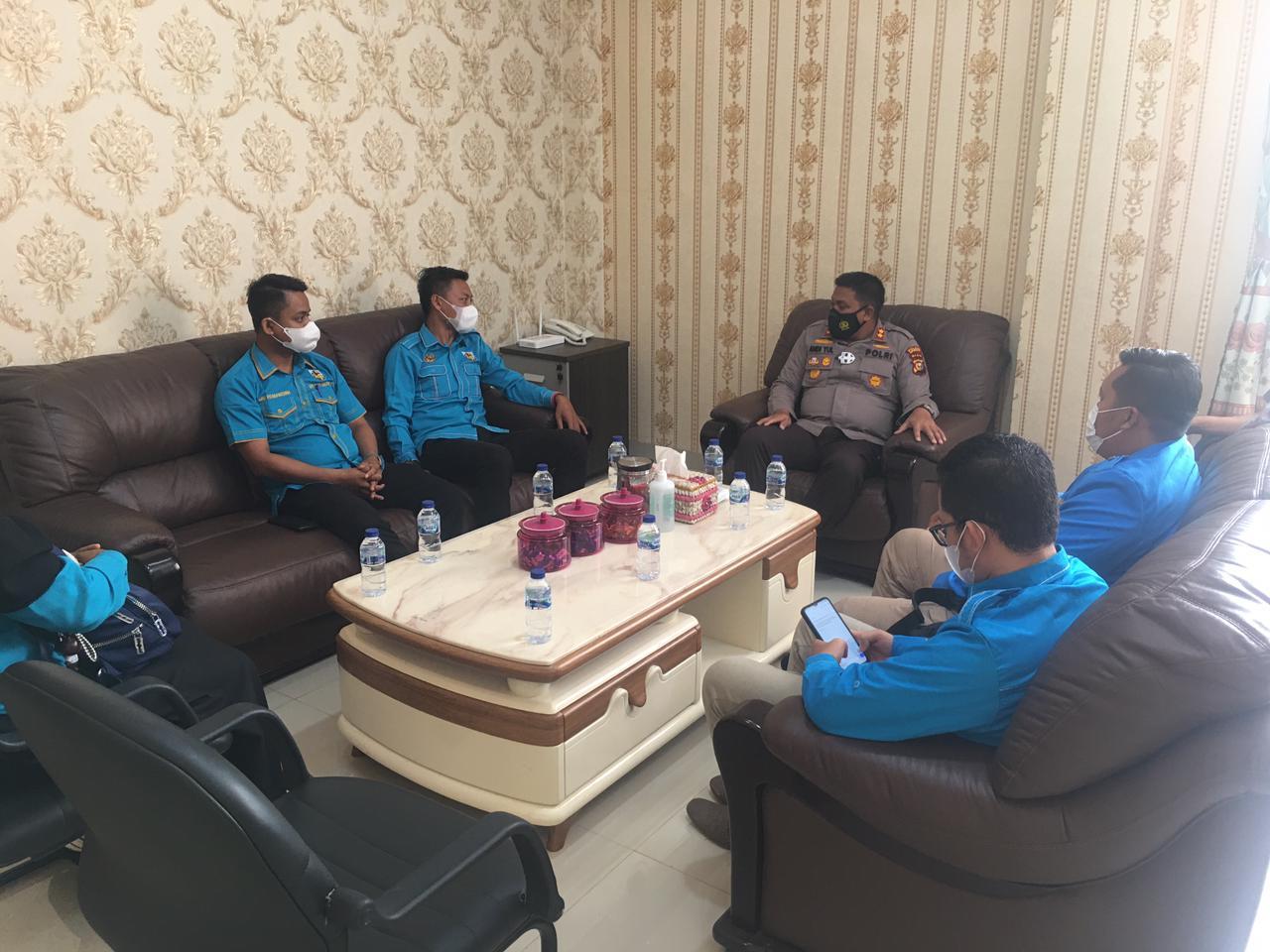 Foto Kapolres Kepulauan Meranti, AKBP Andi Yul LTG SH SIK MH, saat menerima kunjungan silaturahmi DPD Komite Nasional Pemuda Indonesia (KNPI) di Mapolres Meranti.