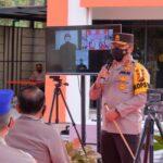 Foto Kapolda Riau Irjen Agung Setia Imam Effendi saat menyerahkan 30 Oksigen Konsentrator kepada Kabid Dokkes Polda Riau.
