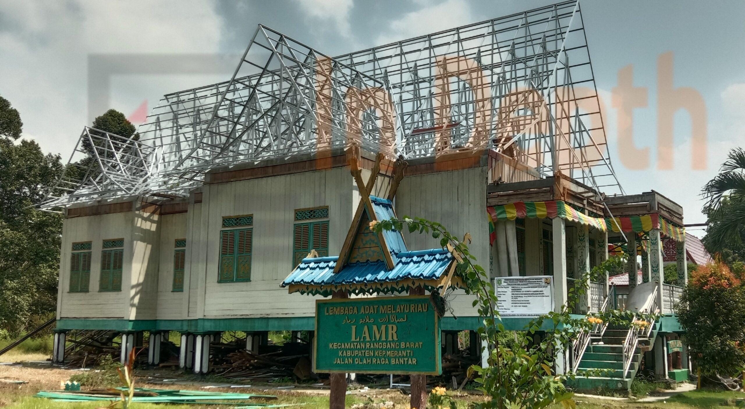 Foto Gedung LAM Kecamatan Rangsang Barat saat di Rehabilitasi.
