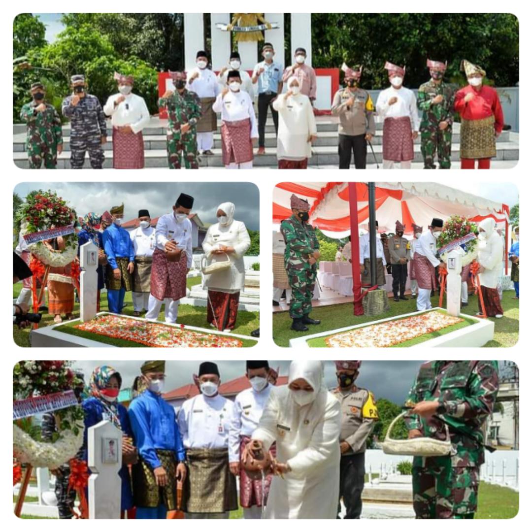 Gubernur H. Ansar Dan Wakil Gubernur Hj. Marlin Ziarah Ke Makam Para Pendiri dan Pejuang Pembentukan Kepri Di Taman Makam Pahlawan KM.5 Tanjungpinang.