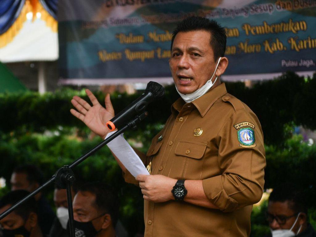 Gubernur Ansar Saat Memberikan Kata Sambutan Dalam Kegiatan Panen Budidaya Rumput Laut.