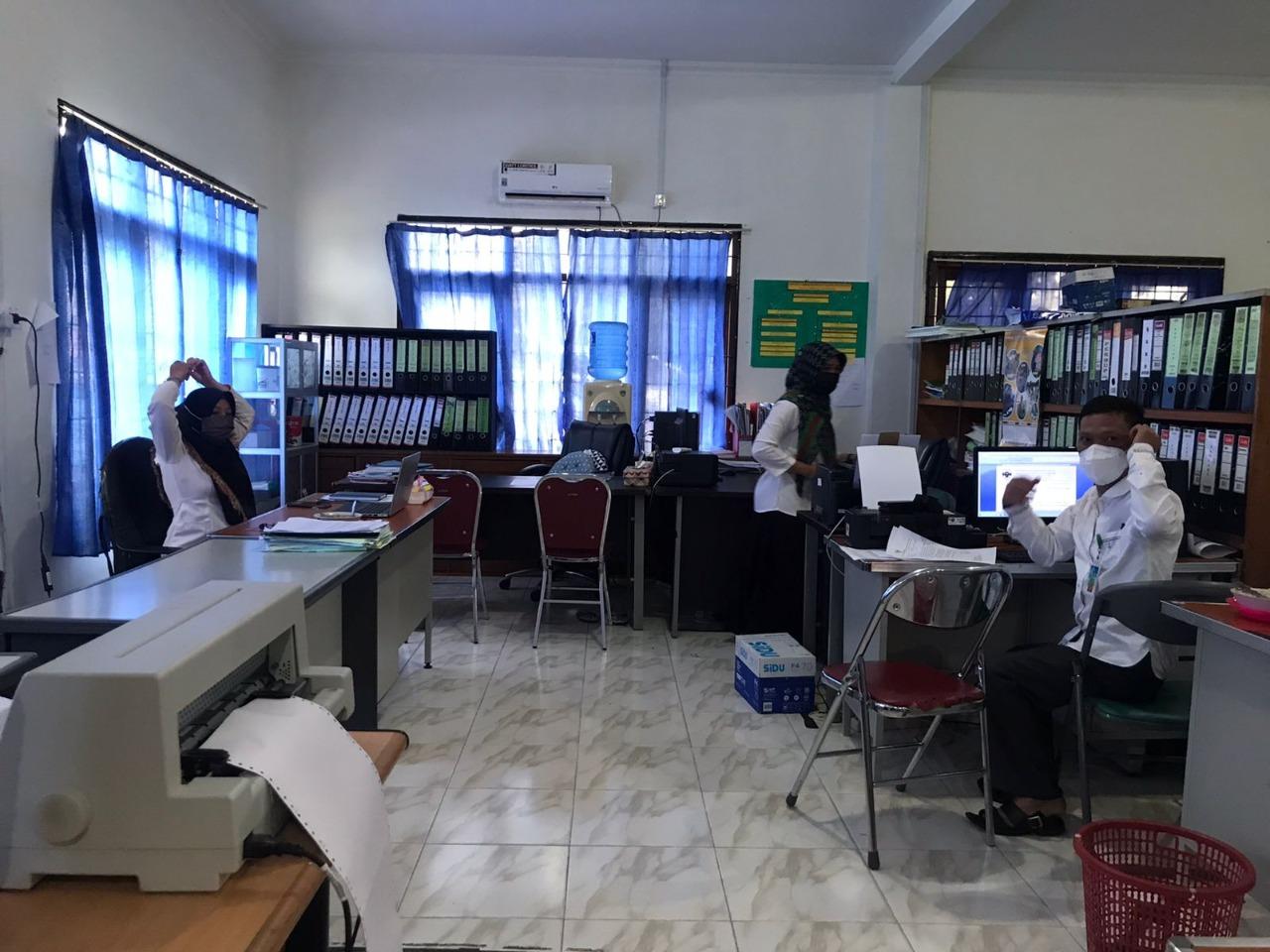 Suasana Ruangan OPD Yang Dilakukan Sidak Oleh Wabup Lingga, Neko Wesha Pawelloy