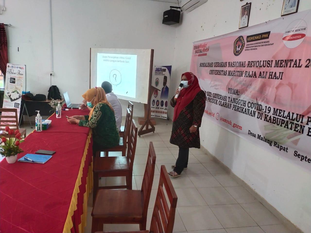 Pemaparan Oleh Narasumber, Dr. Sri Novalina A, S.Pt., MP, Ahli Pangan Pada Jurusan Teknologi Hasil Perikanan UMRAH.