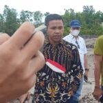 Foto Abdul Wahid (Baju Batik) Anggota Komisi VII DPR-RI Marah Besar Sewaktu Meninjau Lokasi Tambang Pasir Milik PT. Growa Indonesia.
