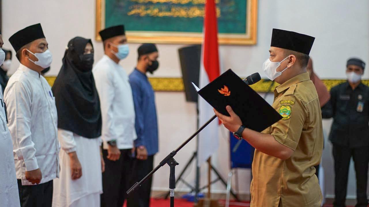 Bupati Lingga, Muhammad Nizar Saat Melantik Persatuan Mubaligh Kabupaten Lingga.