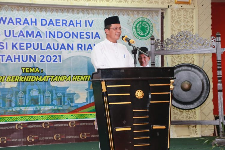 Gubernur Ansar saat membuka secara resmi Musyawarah Daerah Ke- IV MUI Provinsi Kepri di Hotel Golden View Bengkong Kota Batam, Jum'at (17/9) malam.