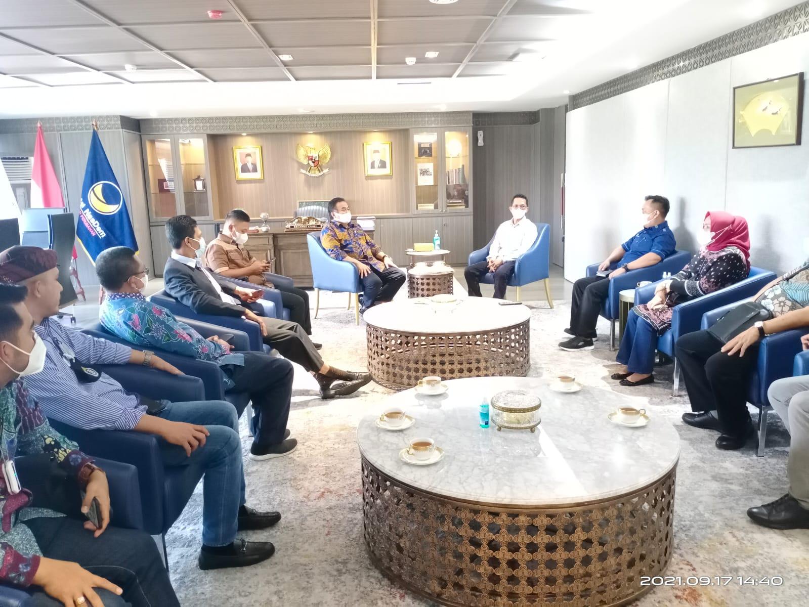 Rombongan Bupati Lingga Diterima Langsung Oleh Wakil Ketua DPR-RI, Rachmat Gobel Di Ruang Kerjanya.