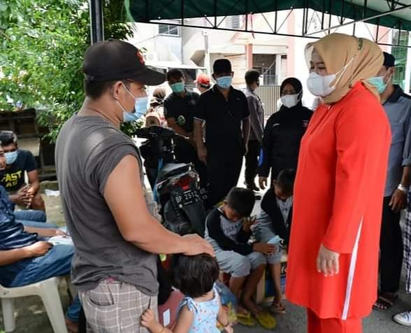 Wagub Kepri Berbincang Dengan Warga Salah Satu Korban Kebakaran Di Baloi Mas Batam