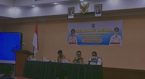 Gubernur Kepri, H. Ansar Ahmad. SE., MM Saat Bersembang Dengan Awak Media Di Tanjungpinang