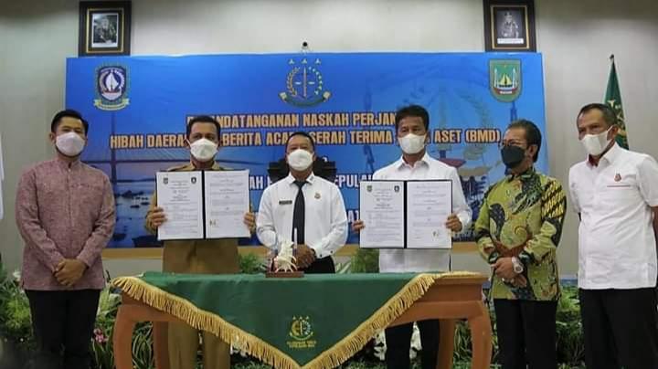 Gubernur Ansar dan Walikota Batam Rudi, Menandatangani NPHD Serah Terima Aset Yang Disaksikan Kepala Kajati Kepri