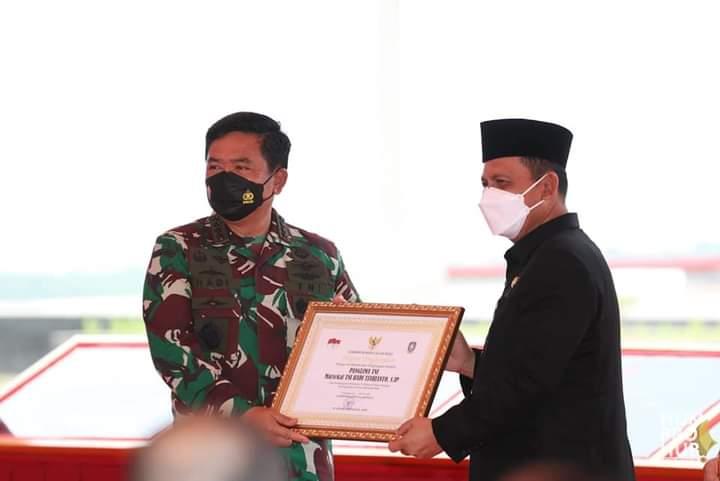 Panglima TNI Marsekal TNI Hadi Tjahjanto Saat Meresmikan Monumen Tri Matra