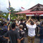 Aksi Unjuk Rasa Aliansi Masyarakat Lingga Di Depan Kantor DPRD Lingga Menuntut Penjelasan PLN Lingga Yang Sering Melakukan Pemadaman Listrik