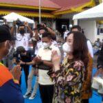Cen Sui Lan (baju batik) Anggota Komisi V DPR-RI Saat Kunker Ke Dabo Singkep Kabupaten Lingga, Sabtu (16/10)