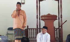 Amren Kepala Desa Tinjul Saat Memberikan Sambutan Dalam Peringatan Maulid Nabi 1443 H