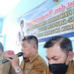 Firman. SST Sekcam Bakung Serumpun (memang mic) Saat Membuka Kegiatan Yang Dilaksanakan Oleh Dinas Pemberdayaan Masyarakat Desa (DPMD) Kabupaten Lingga.