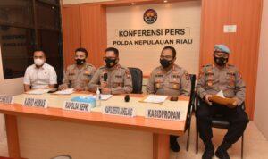 Konfrensi Pers Oleh Polda Kepri Terkait Viralnya Video Timdak Pidana Penganiayaan Di Kopitiam 212 Batam, Rabu (27/10/2021). (sumber foto humas Polda Kepri)