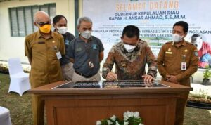 Gubernur Kepulauan Riau H. Ansar Ahmad Saat Meresmikan LPK Bintan Cakrawala di Auditorium Wisma PT. BIIE Lobam Kabupaten Bintan